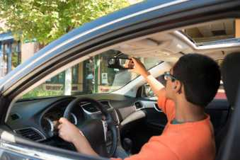 Teens-appreciate-vehicle-safety-and-doubt-advanced-tech